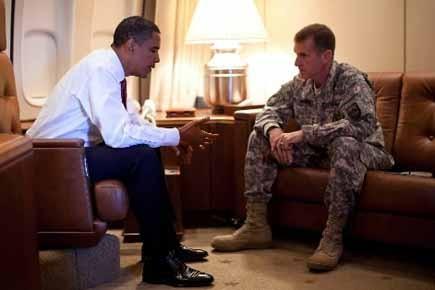 Barack Obama et Stanley McChrystal à bord d'Air... (Photo: AFP)