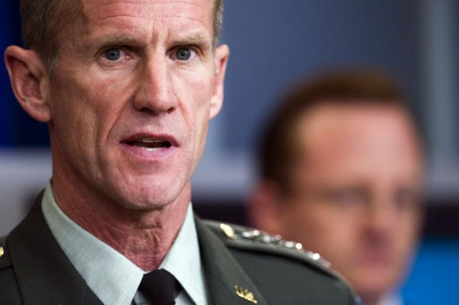 Le commandant des troupes de l'OTAN en Afghanistan,... (Photo: AFP)