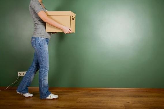 Pendant le déplacement d'une boîte, gardez-la contre le... (Photothèque Le Soleil)