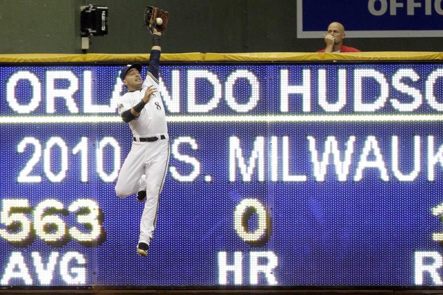 Ryan Braun des Brewers de Milwaukee saute pour... (Photo: AP)