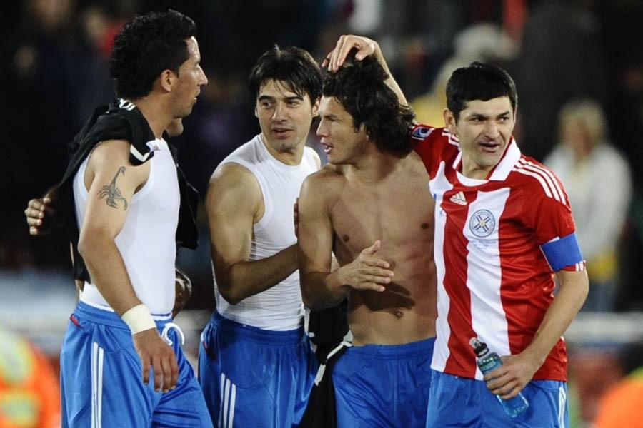 Les joueurs de l'équipe du Paraguay célèbrent leur... (Photo: AFP)