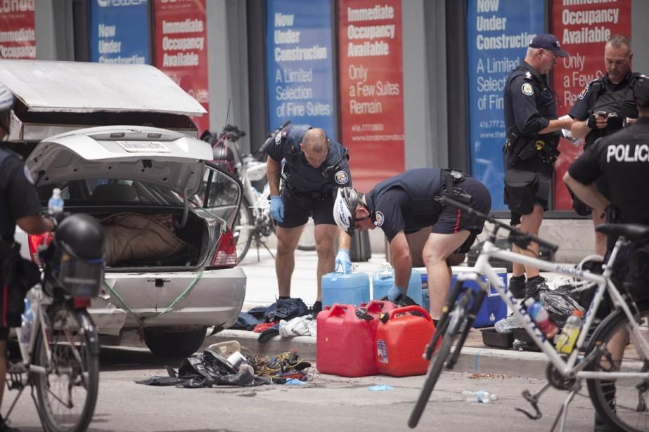 Les policiers ont découvert cinq bidons d'essence, une... (Photo: AFP)