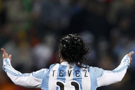 Carlos Tevez a inscrit deux buts dans le... (Photo: Reuters)