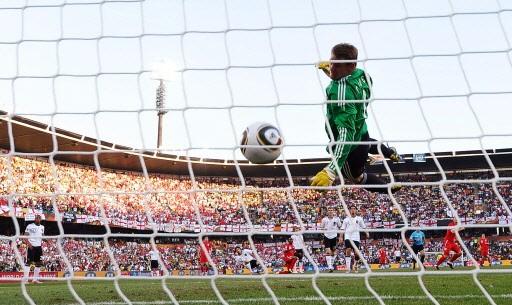 Le but de Frank Lampard n'a pas été... (Photo: AP)