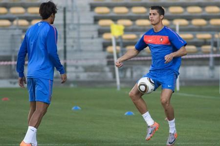 Cristiano Ronaldo, l'attaquant vedette du Portugal, à l'entraînement.... (Photo: AFP)