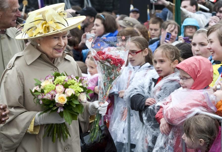 La reine Élisabeth II, en visite au Canada... (PHOTO: PAUL CHIASSON, PC)