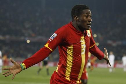 L'attaquant du Ghana Asamoah Gyan s'est blessé à la cheville... (Photo: Reuters)