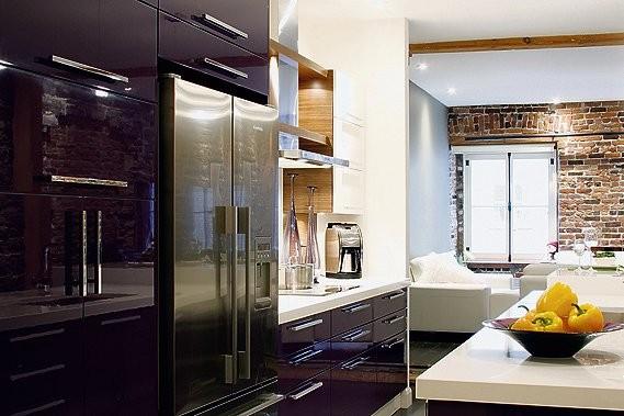 Les armoires de cuisine en laque italienne, au... (Photos Nancy Gauthier)