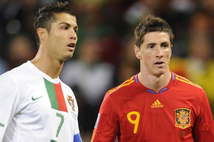 Cristiano Ronaldo, du Portugal, et Fernando Torres, de... (Photo: AFP)