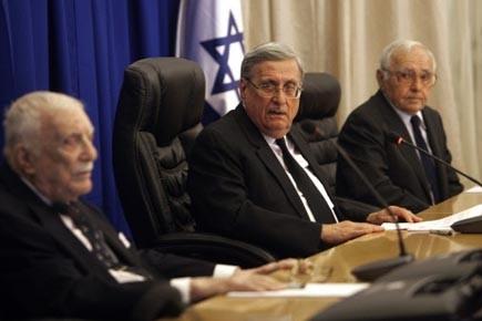 Le juge Tirkel (au centre) réclame que deux... (Photo: AFP)