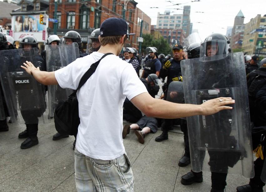 En justifiant l'intervention policière, la casse fabrique des... (PHOTO: CHRISTINNE MUSCHI, REUTERS)