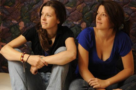 Maryse et Jacynthe Poisson, soeurs jumelles de 21... (Photo Bernard Brault, La Presse)