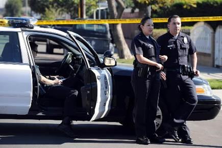 Des policiers californiens sur le lieu d'un crime,... (Photo d'archives AFP)