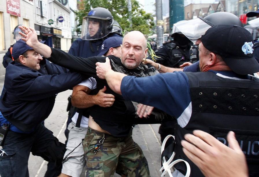 Plus de 900 manifestants ont été arrêtés lors... (PHOTO: CHRISTINNE MUSCHI, REUTERS)