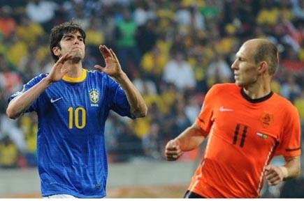 Le meneur de jeu brésilien Kaka (à gauche)... (Photo: Christophe Simon, AFP)