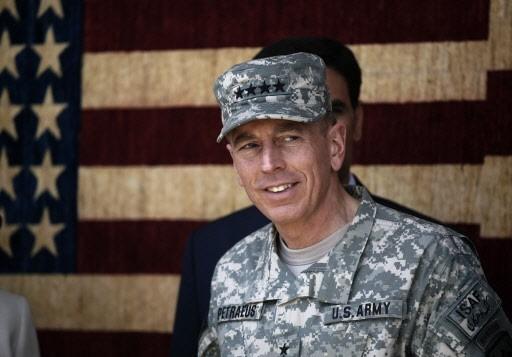 Le général David Petraeus va devoir s'atteler à... (Photo: Dusan Vranic, AP)