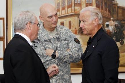 Le vice-président Biden (à droite) s'entretient avec l'ambassadeur... (Photo: Thaier al-Sudani, Reuters)