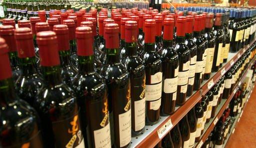 Vrai ou faux: au Québec, seule la SAQ peut vendre du vin... (Archives La Tribune)