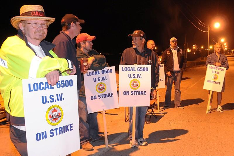 Plus de 3000 travailleurs de la production et... (Photo archives La Presse Canadienne)
