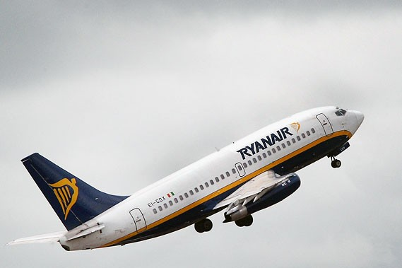 Un avion de Ryanair... (Photos: Reuters)
