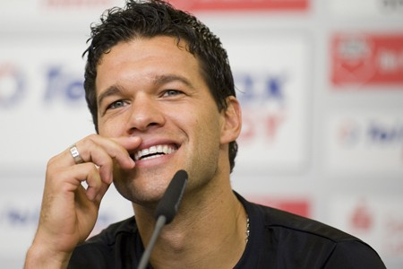 Michael Ballack... (Photo: Reuters)