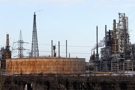 La raffinerie Shell à Montréal-Est.... (Photo: Robert Skinner, archives La Presse)