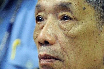 Lundi, l'ancien directeur du centre d'extermination S21, Duch,... (Photo: Archives AP)