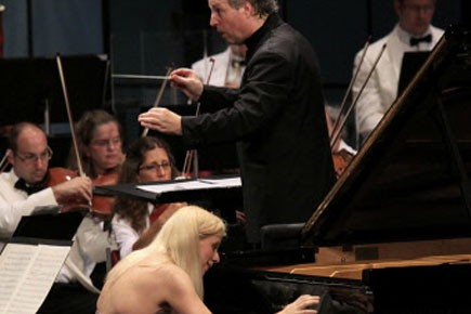 Valentina Lisitsa jouant Beethoven avec Manfred Honeck et... (Photo: Baptiste Grison/Festival de Lanaudière)