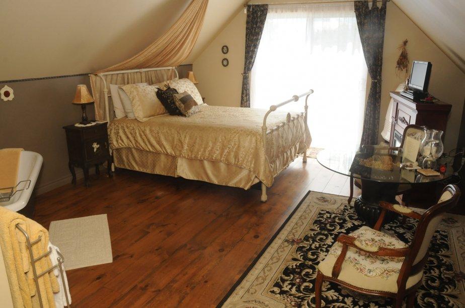 Les différents propriétaires ont meublé, au fil des ans, la maison de différentes antiquités découvertes à travers la province. | 22 février 2011