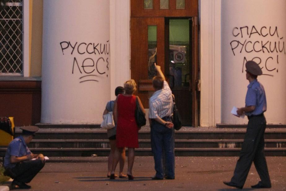 «Sauvons la forêt russe!», ont écrit les militants... (Photo: AFP)