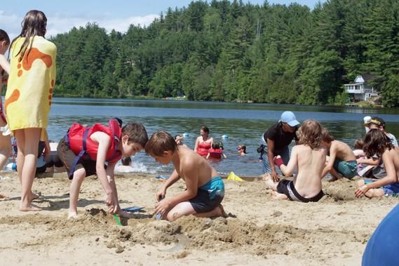 Au menu de l'aventure : canot, pédalo, baignade,... (Mouvement québécois des vacances familiales)