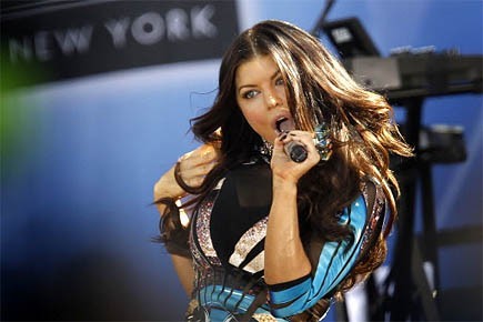 Fergie des Black Eyed Peas en performance à... (Photo: Reuters)