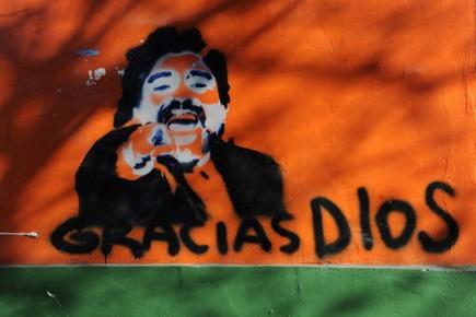 Un graffiti illustrant Diego Maradona à Mendoza, en... (Photo: AFP)