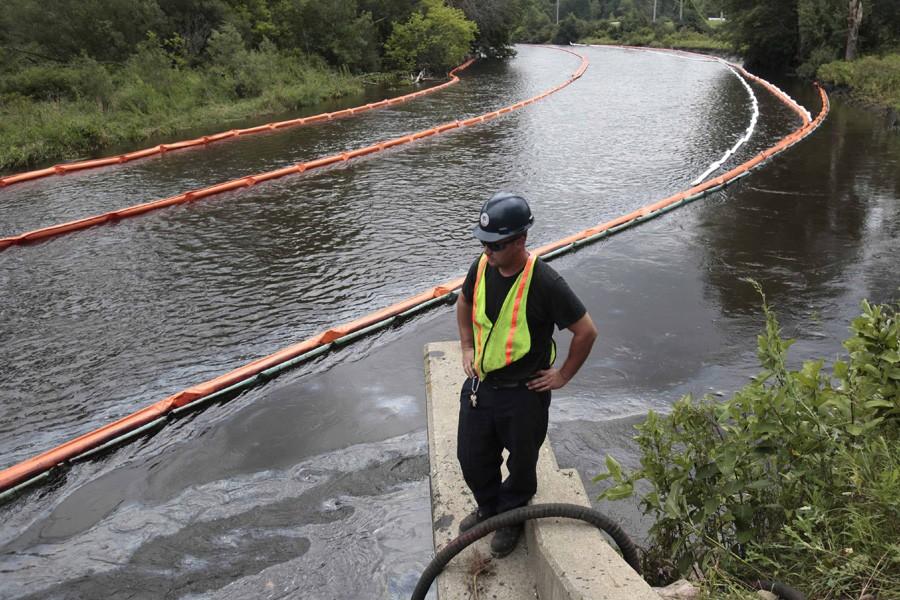 Trois millions de litres de pétrole provenant d'un... (Photo: Reuters)