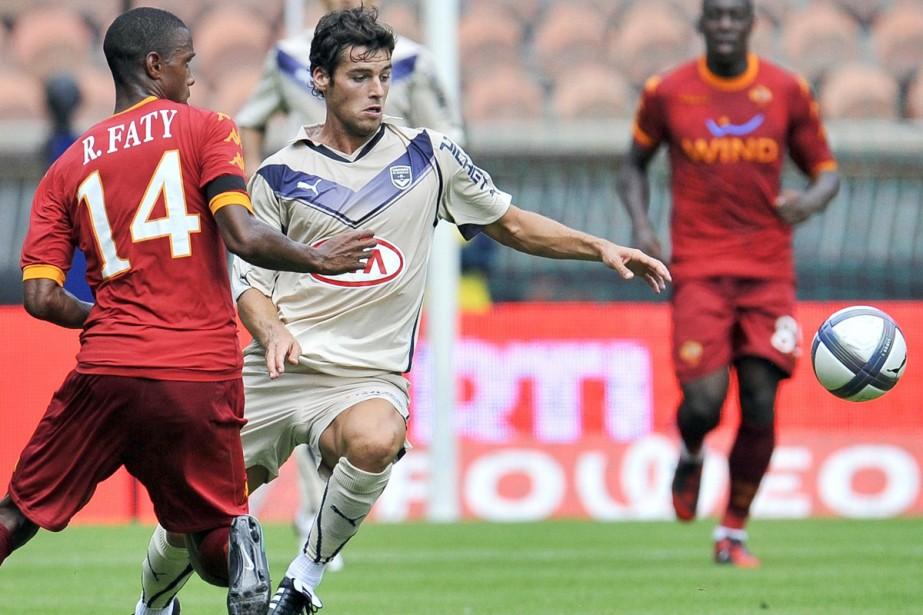 Yoann Gourcuff face à Riccardo Faty, de l'AS... (Photo: AFP)