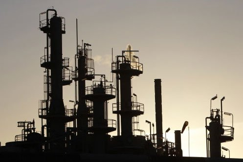 Les prix du pétrole évoluaient en légère baisse vendredi à... (Photo: Reuters)