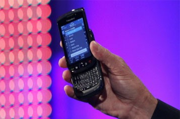 Le BlackBerry Torch. Il est muni d'un écran... (Photo: Reuters)