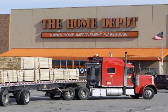 Home Depot compense les émissions de carbone occasionnées par la... (Photo: AP)