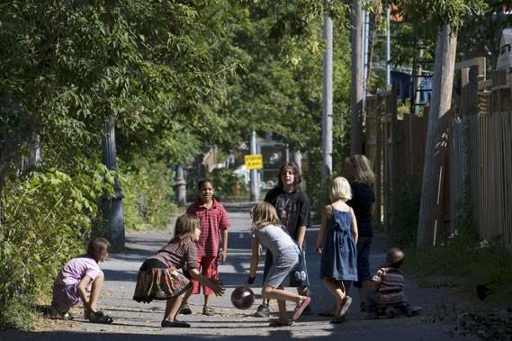 Une ruelle du quartier Rosemont... (Photo: Robert Skinner, La Presse)