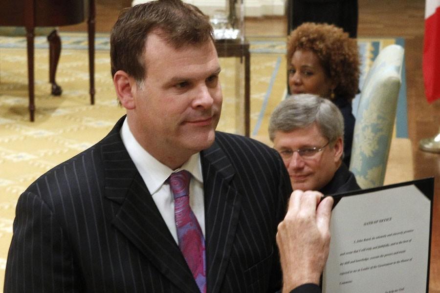 John Baird, qui passe du ministère des Transports... (Photo: Reuters)