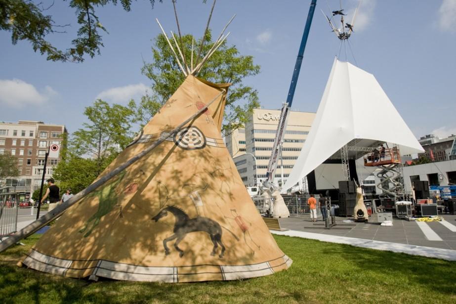 Le festival Présence autochtone a planté son tipi... (Photo: David Boily, La Presse)