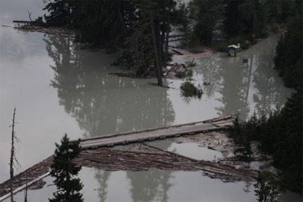 La menace d'inondation contraint donc les personnes qui... (Photo: PC)