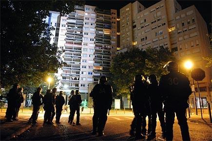 Les mesures musclées annoncées par le gouvernement français... (Photo: AFP)