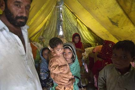 Les habitants évacués sont hébergés dans des abris... (Photo: AP)