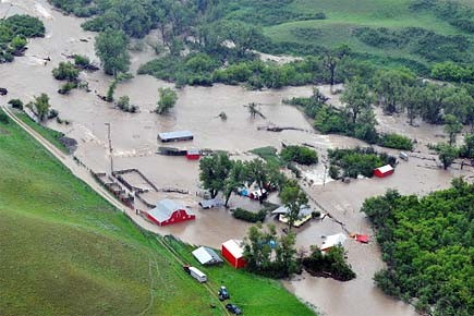 Une ferme inondée en Alberta.... (Photo: archives PC)