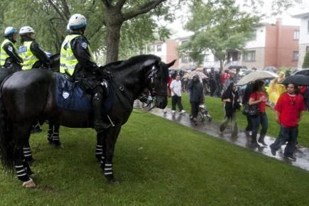 La police montée surveillait la marche commémorative à... (Photo: Robert Skinner, La Presse)