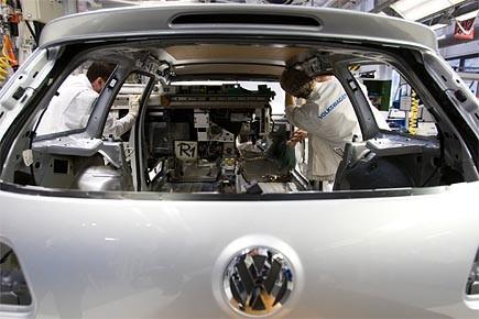 Les constructeurs automobiles Daimler, BMW et Volkswagen ont... (Photo: AP)