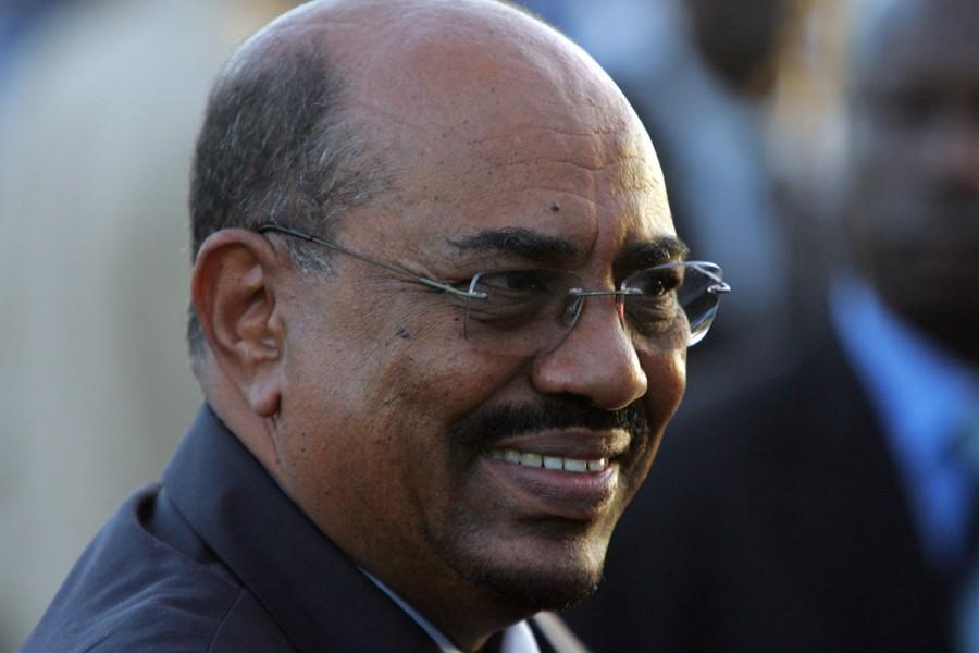 Des ténors du parti du président soudanais Omar... (Photo: Archives AFP)
