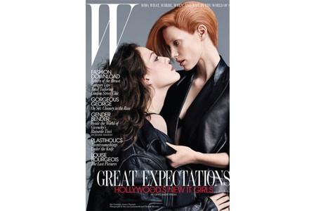 La couverture du magazine W, présentée sur son...