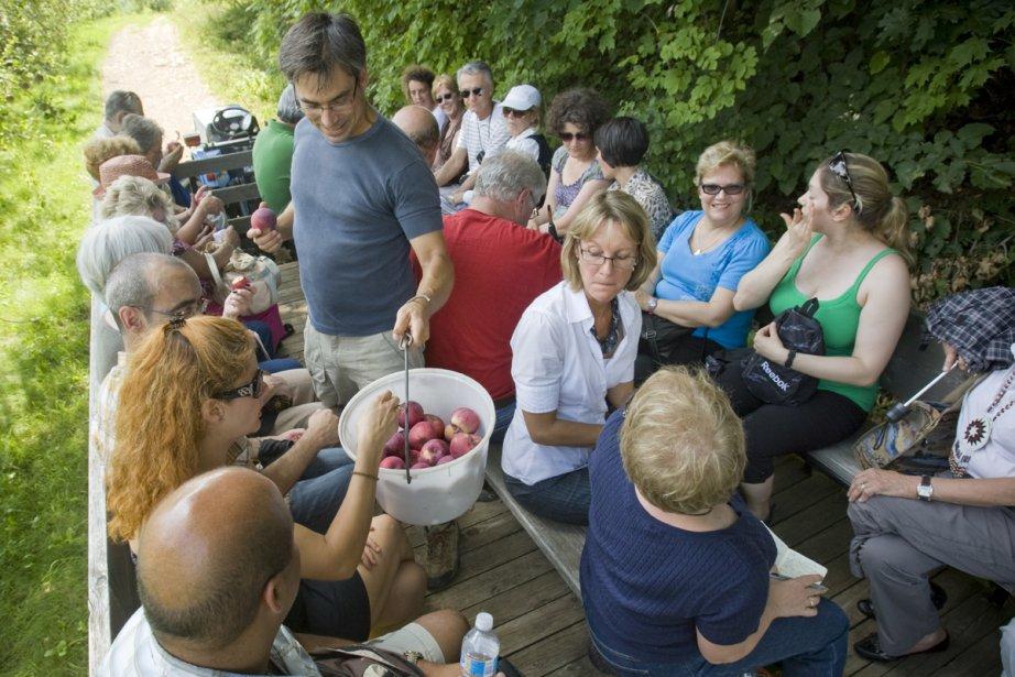 La charmante visite du verger est commentée par... (Photo: David Boily, La Presse)